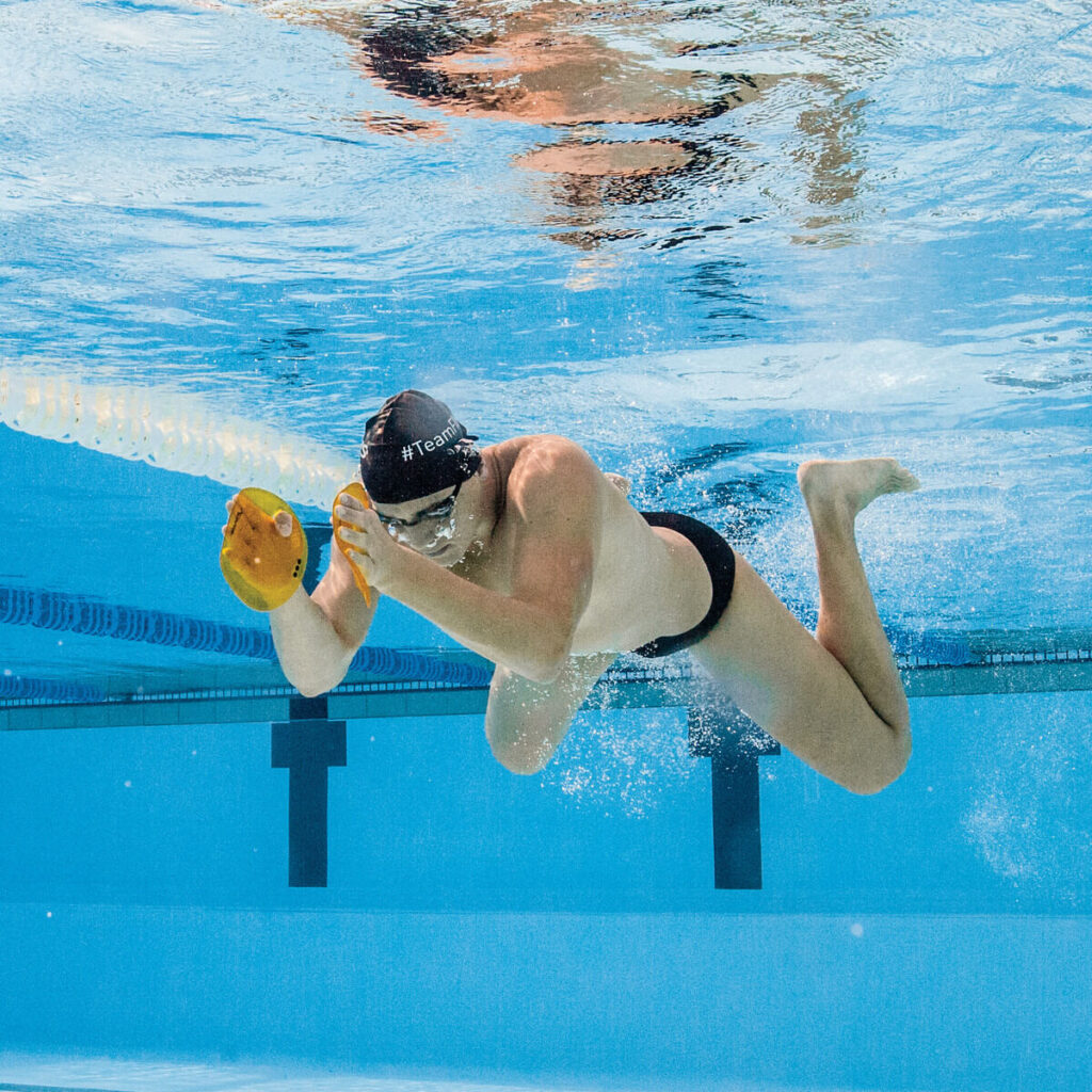 Finis Agility Paddles Breaststroke